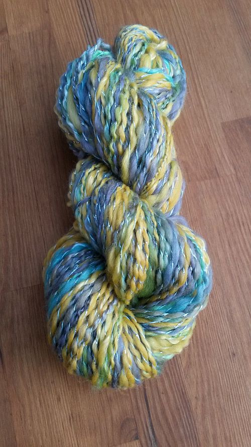 Blau-gelber-Schal-Schussgarn-500